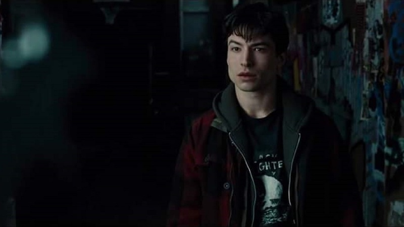 barry-allen-is-wearing-a-watchmen-t-shirt-in-the-justice-league-trailer-social